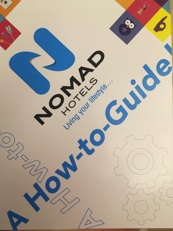 Photo de la couverture du Guide Nomad Hotel qui ets mis à disposition dans toutes les chanbres et qui explique le fonctionnement et les démarches eco responsables