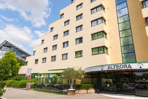 Altéora Futuroscope - Photo prise depuis le parking de la façade de l'établissement