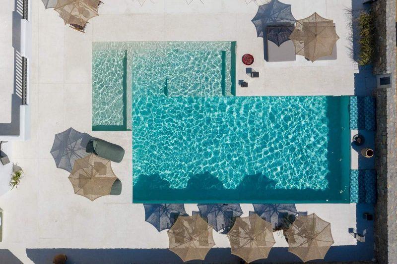 hotel avec piscine et transats
