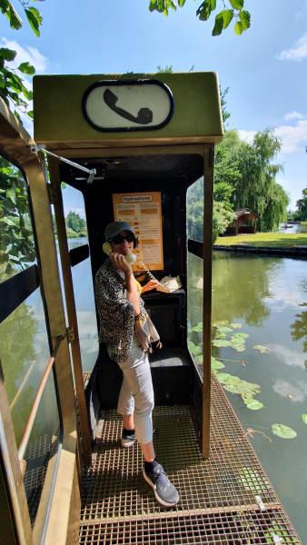 hortillonnages - cabine telephonique équipée d'un telephone à cadran qui diffuse les sons de la nature