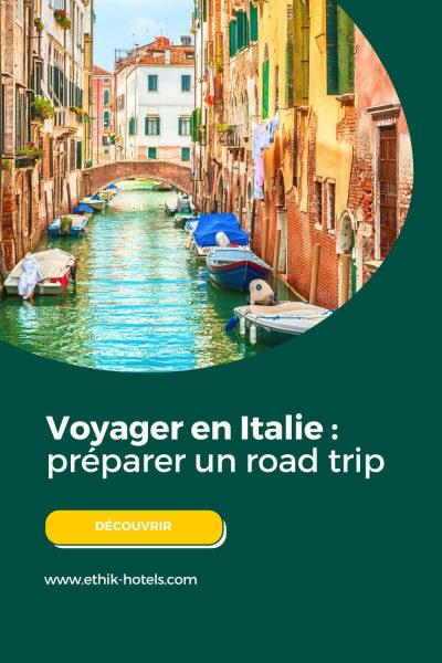 preparer un road trip en Italie : visuel pinterest avec un canal de Venise et des bateaux amarrés sur le côté