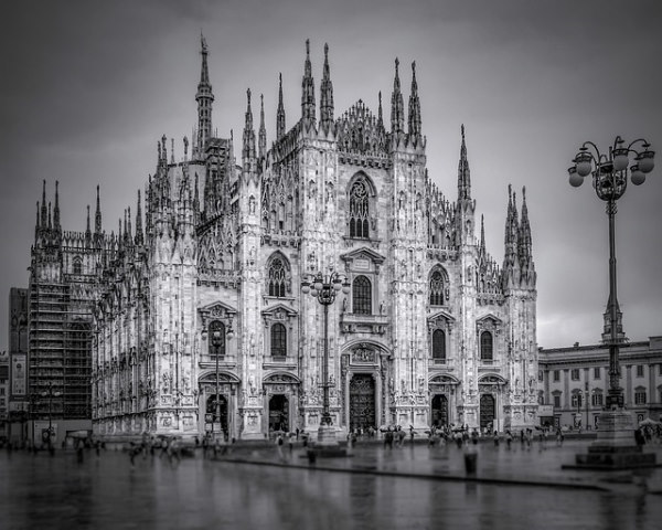 prepare a road trip in Italy - black and white photo of the duomo in milan